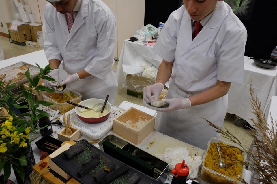 まかないや 九州産煮穴子とスプラウト 燻製沢庵刻みナチュラルチーズ掛けの手巻き寿司