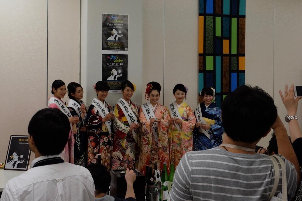 ミス日本酒と記念写真ブース