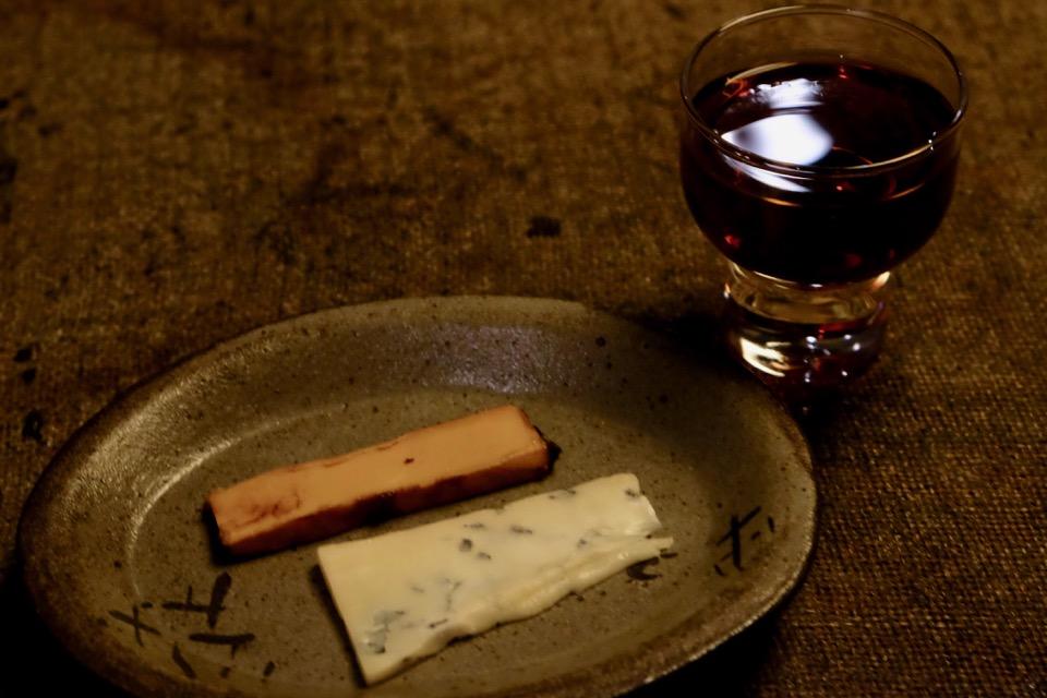 華鳩 貴醸酒 8年貯蔵 と ゴルゴンゾーラの白味噌漬とスキクイーンの赤味噌漬