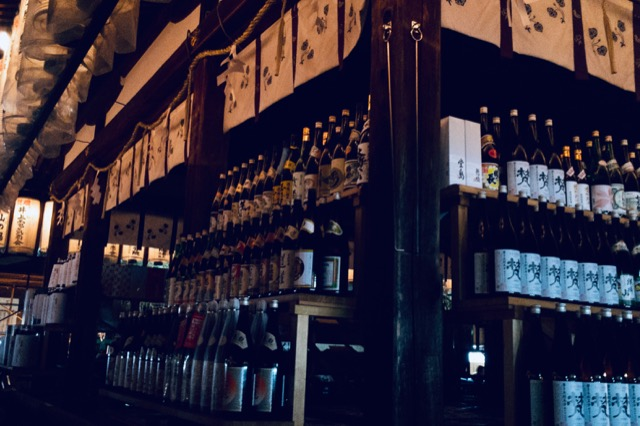 松尾大社に奉納された酒