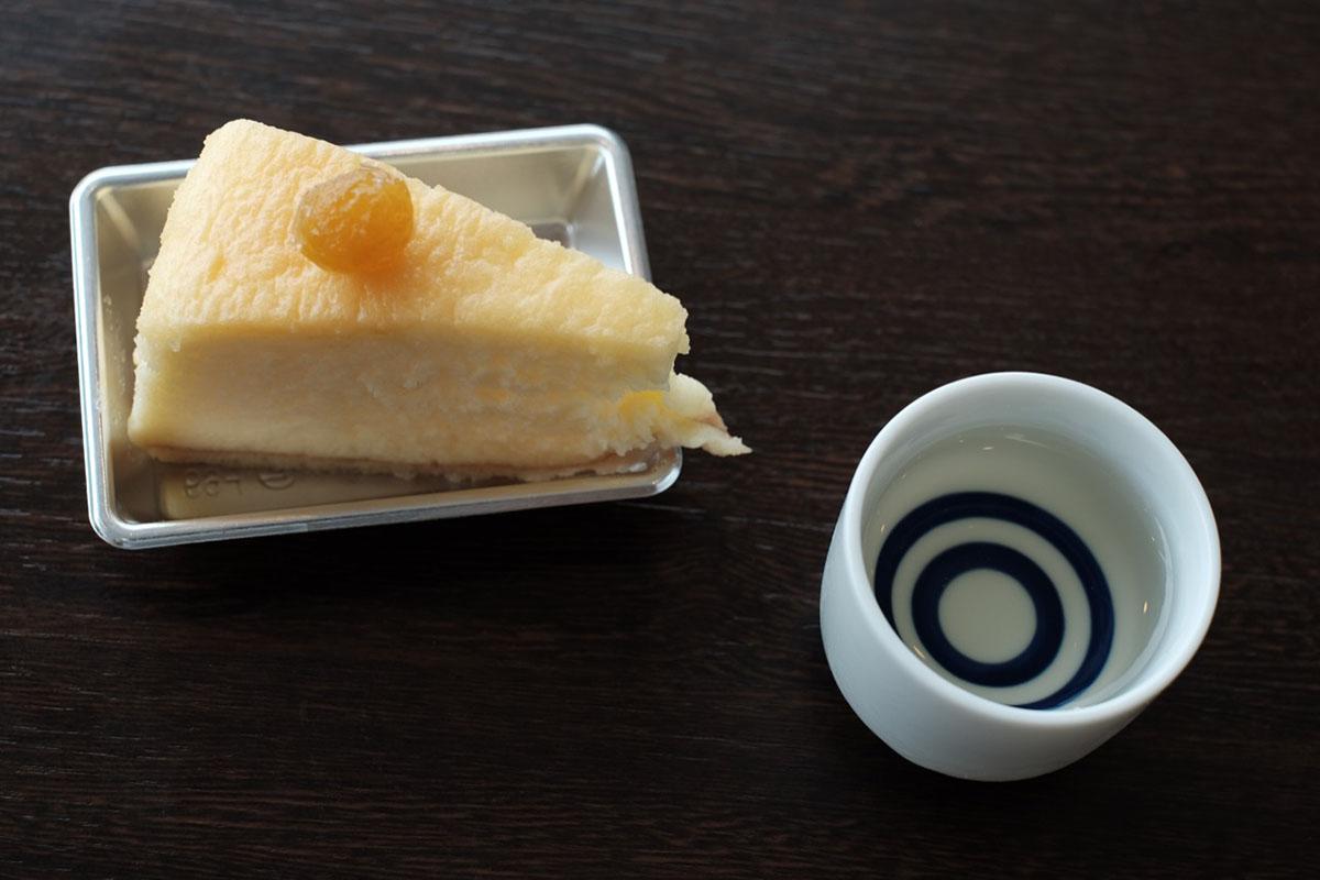 「ほおずき風味 チーズケーキ」と「大江山 鬼退治原酒(谷口酒造)」