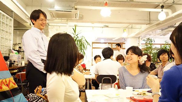 笑顔の参加者と北川さん