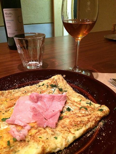 太陽卵とグリュイエールチーズとバベルの白金豚のハム