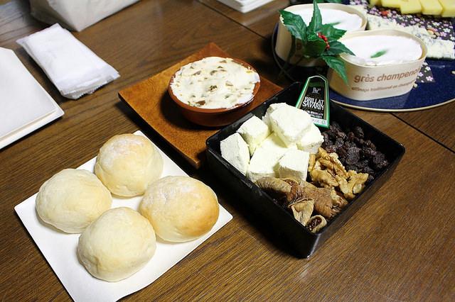 米粉パンとドライフルーツ、奈良漬とクリームチーズ