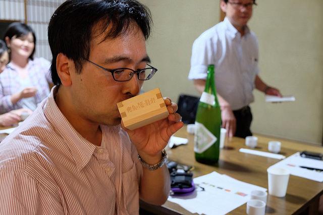 広島の升で広島の酒を呑む