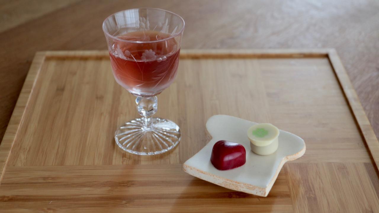 赤い日本酒「伊根満開」とチョコレートのマリアージュ